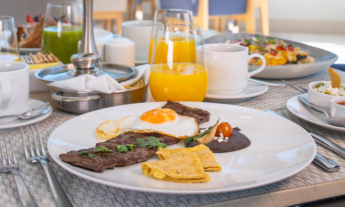 breakfast at blanca blue restaurant
