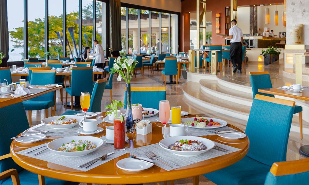 blanca blue restaurant at hotel mousai