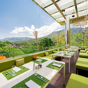 Gourmet dining photo gallery hotel mousai puerto vallarta for The terrace hotel restaurant