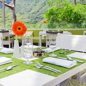 the-terrace-restaurant-hotel-mousai-9
